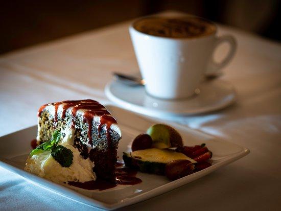 Hvidovre, Danmark: Hjemmelavet gulerodskage med cappuccino