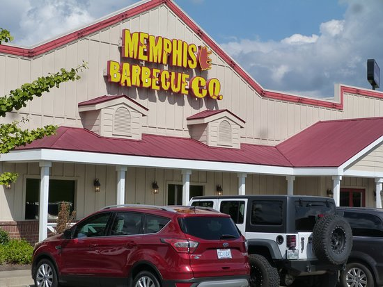 Memphis Barbecue Co.: Off street parking