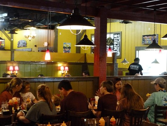 Memphis Barbecue Co.: A very popular luncheon spot.