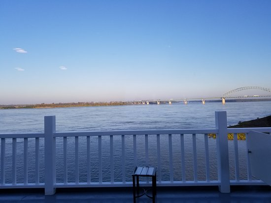 Mississippi River: Evening on the river