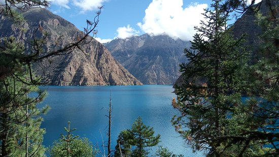 "‪‪Dolpo‬, نيبال: Phoksundo Lake is a prime attraction of Dolpa, also known as ""The Land of Bonpo"".‬"