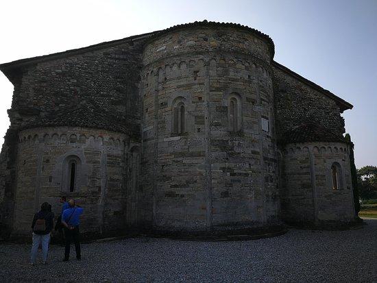 Bonate Sotto, Ιταλία: Esterno della Basilica di Santa Giuia