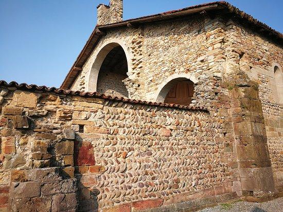 Bonate Sotto, Italia: Esterno della Basilica di Santa Giuia