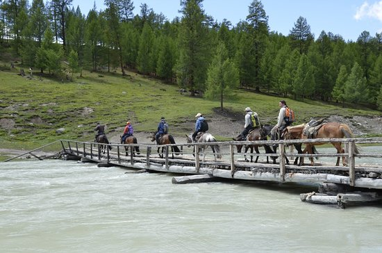 Bayan-Olgii Province, Mongoliet: Khoton Hurgan Lake, by Bulbul Jamak Travel