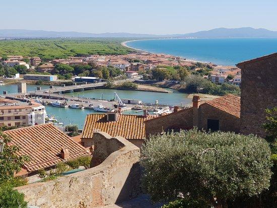 Castello Aragonese: Castiglione della Pescaia - Vista sulle Pineta del Tombolo