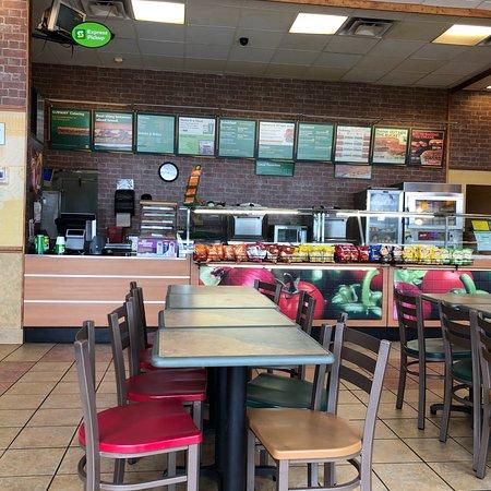 Harrisonville, MO: Subway