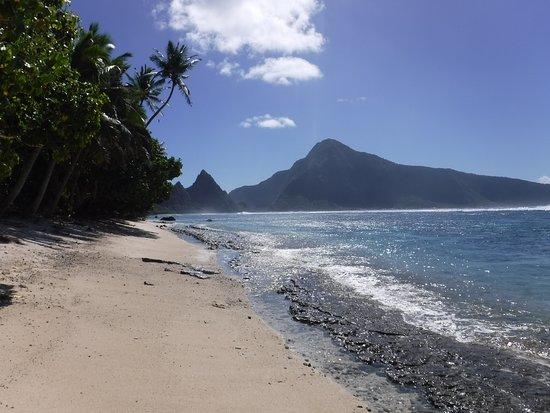 Ofu, Amerikanisch-Samoa: view of Olesega from National Park of American Samoa