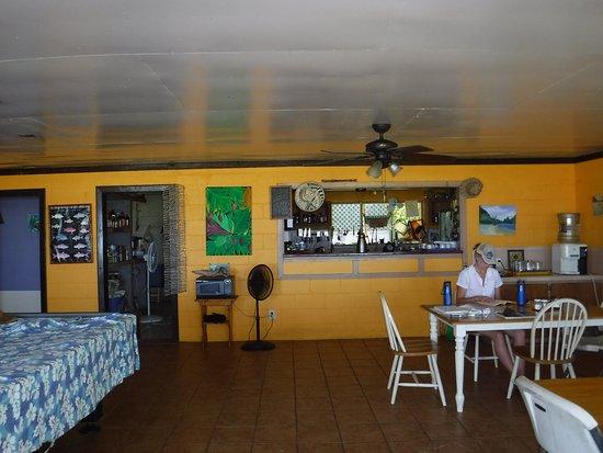 Ofu, Amerikanisch-Samoa: Dining and common area at Vaoto Lodge