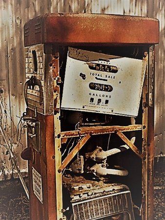 Cope, เซาท์แคโรไลนา: Gas pump, hoping to be re-purposed some day