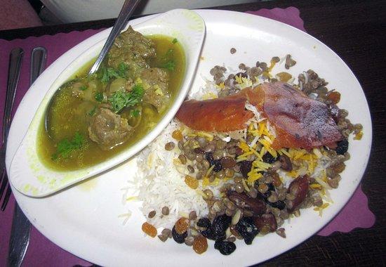 Hatboro, Pensylwania: Addas Polo (Lamb Shank in broth) w/ Basmati rice, lentils, raisins, dates & almonds