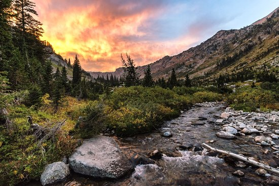 Cascade Canyon Trail: Fire in the sky to the west, shot from North Fork Cascade Canyon (Josh Headley 2018)