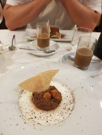 Restaurante El Navarro: Thunfischtatar, gebratener Thunfisch, Mousse au chocolate