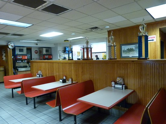 Marion, AR : Lots of tables to chose from