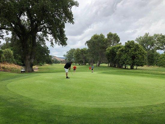 Bidwell Park Golf Course: Long downhill putt on #5