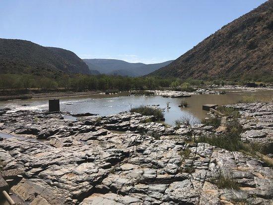 Komga, แอฟริกาใต้: A river runs through it ...