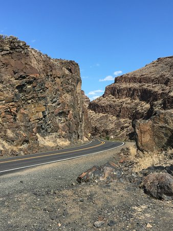 John Day Fossil Beds National Monument: The drive into Condon Center