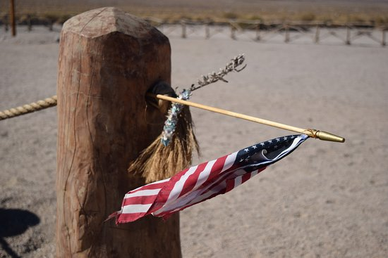 Independence, CA: Momentos left near the cemetery