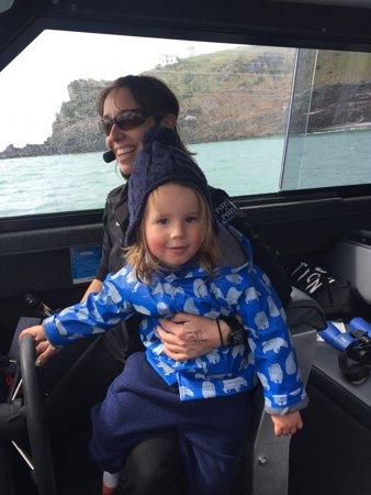 Portobello, New Zealand: Skipper Rachel and little Leo (helper)