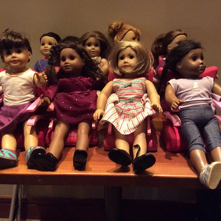 East Dennis, แมสซาชูเซตส์: Wonderful setting and American Girl Dolls for the kids to have at the table. Outstanding food!
