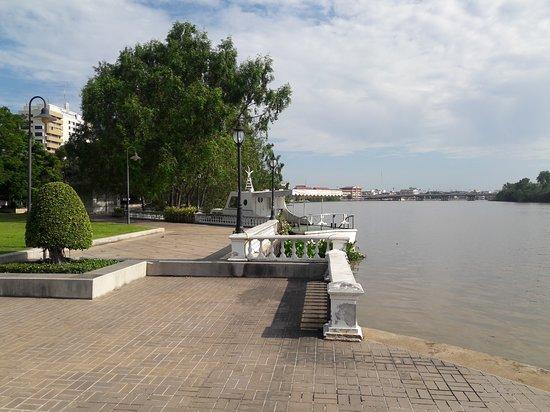 Chachoengsao Province, Thailand: Riverside
