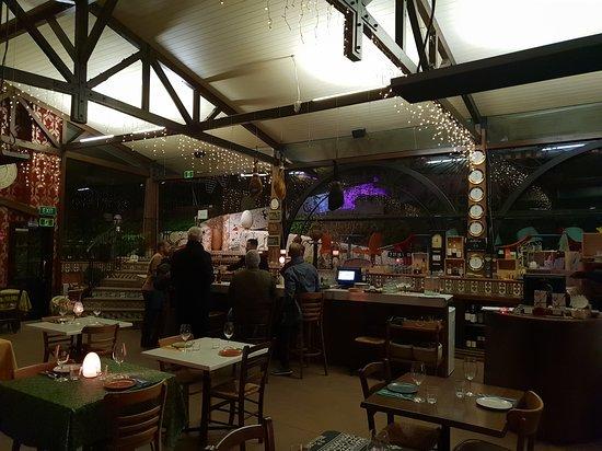 Onetangi, New Zealand: Looking across the restaurant