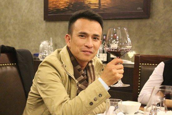 3Vins Restaurant & Wine Bar: business man