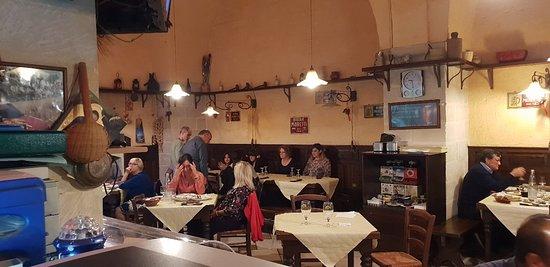 Cocumola, Italie : Ristorante pizzeria Cazzatino