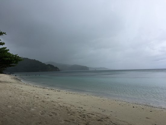 Tablas Island, Filipinas: it was raining but still beautiful