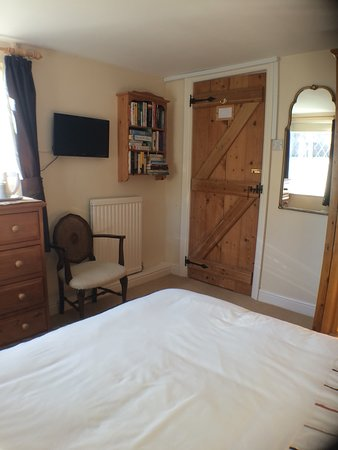 Streatley, UK: Arthur's Room (ground floor) private shower and toilet located close by.
