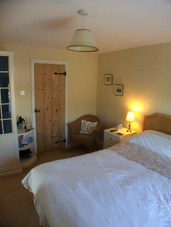 Streatley, UK: Kingham Room (first floor) with en suite.