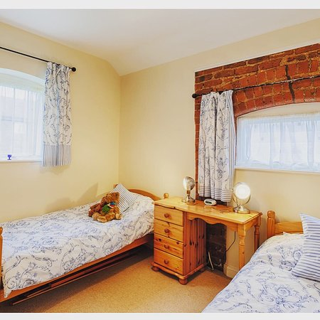 Barton, UK: The Loose Boxes (Room 2 - twin room)