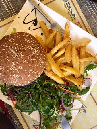 Salernes, Francja: Délicieux!! Meilleur burger que j'ai jamais goûté en France!