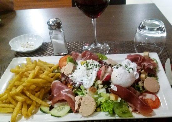 Magny, Frankreich: Small salad
