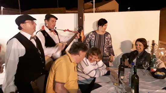 Stazzo, Italie : dinner with my guest ... Sing Sicily folclore