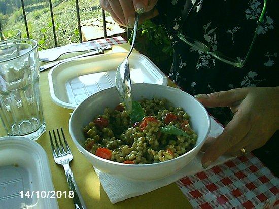 Montefioralle, Italie : farro pesto e pomodorini