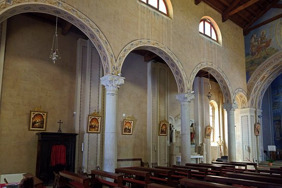 Saint Martin Church and bell tower: в интерьере