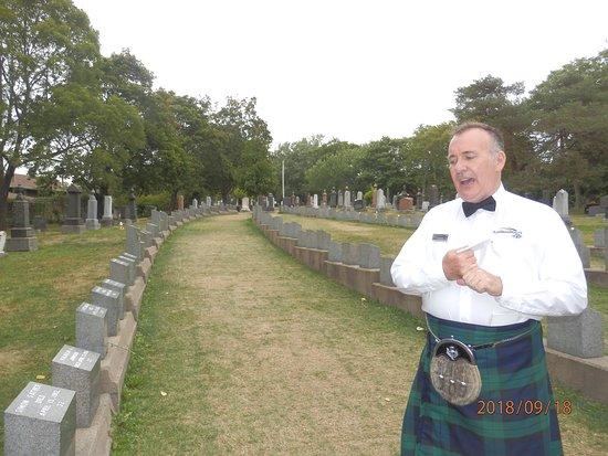 Fairview Lawn Cemetery: Groby ofiar z Titanica, których ciała wyłowiono i przewodnik