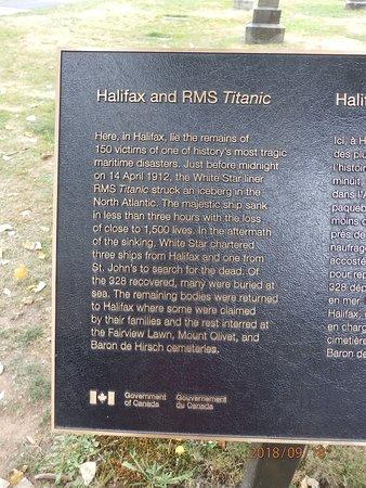Fairview Lawn Cemetery: Tablica o katastrofie i Halifaxie