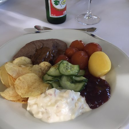 Helnaes, Δανία: Fantastisk dyresteg og dessert  i total forudbooket restaurant  Og rigeligt af alt  Glæder mig a