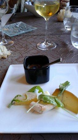 Villeneuve d'Aveyron, France : 6 mes fromages