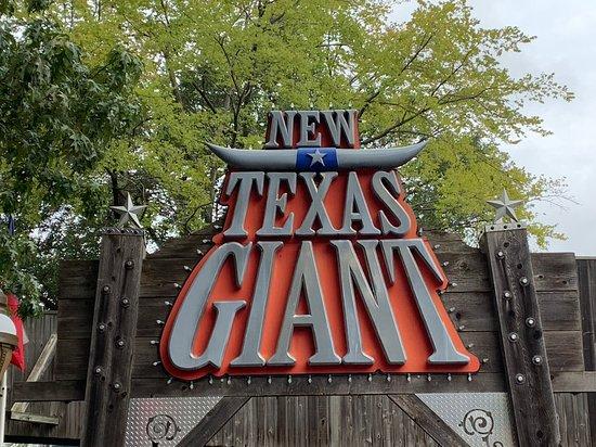 Six Flags Over Texas: Texas Giant!