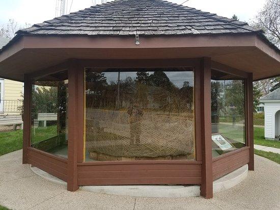 Darwin, MN: Reflections on twine