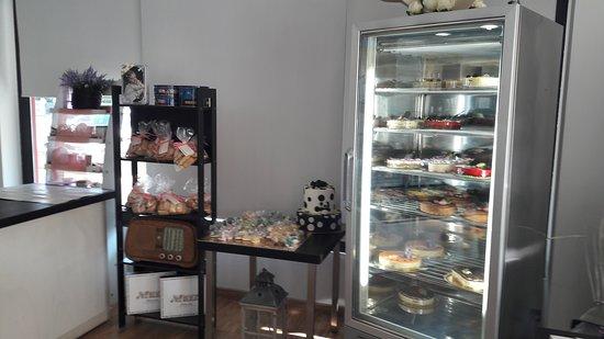 Tombolo, อิตาลี: Colonna porta dolci e frigo con semifreddi
