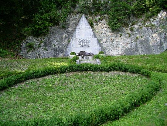 Malborghetto-Valbruna, Italia: Monumento al capitano Hensel e ai difensori del forte