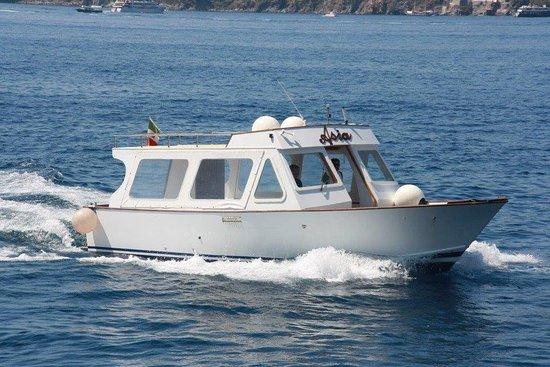 Lipari, Italien: Una delle barche del Gruppo Venere