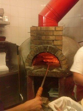 TRINACRIA : Four à pizza au feu de bois