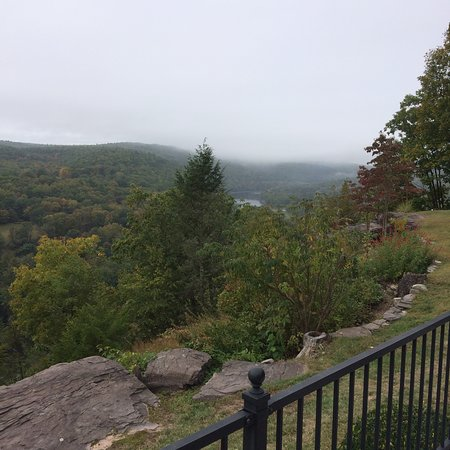 Barryville, NY: Beautiful views as the fog lifts over the Catskills