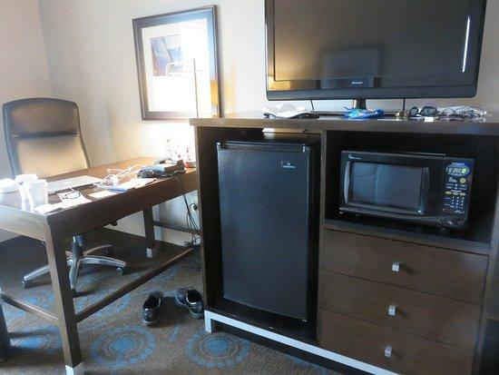 Edgewood, MD: King Study good size frig, microwave