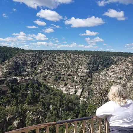 Walnut Canyon National Monument: Taking in the Canyon