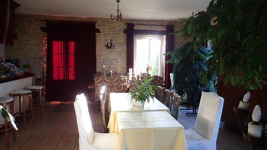 Regneville-sur-Mer, France: la sala per la colazione